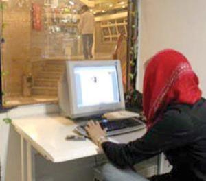 آسیب های اینترنت و ماهواره بر دختران