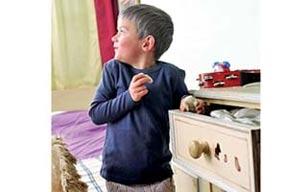 ۹ توصیه به والدینی که کودک شان وسایل دیگران را بدون اجازه برمی دارد
