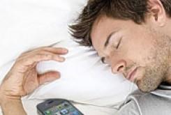 علمی و فناوری: موقع خواب، موبایل را کنارتان نگذارید