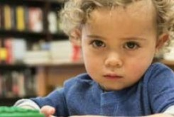 تجربه های خانواده یک کودک اوتیسمی:هر کودک مبتلا خودش یک کتاب است