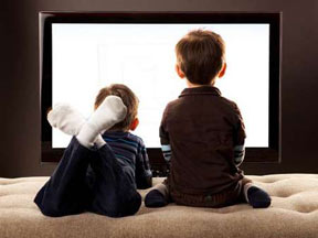 n00029626 b تماشای بیش از دو ساعت تلویزیون سبب افزایش فشار خون کودکان می شود