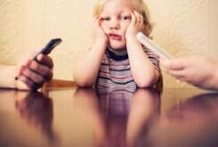 برای بهبود روابط، موبایل تان را کنار بگذارید
