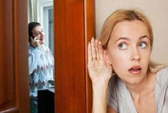 چرا همسرم بی اعتماد است؟
