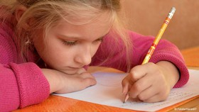 n00035829 b کودکان چپدست را مجبور به «راستدستی» نکنید