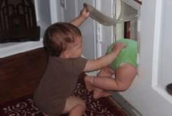 n00036145 b با حسادت کودکم چه کنم؟/ درمان حسادت نسبت به فرزند دوم و برخورد درست والدین
