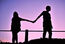چرا اسیر روابط عاشقانه نادرست و زیان بار می شویم؟