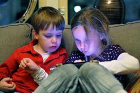 اعتیاد به تلفن هوشمند برای کودکان به اندازه مواد مخدر خطرناک است