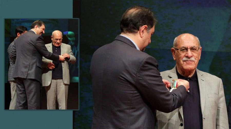 عکس/ دکتر علی دلاور اولین نشان استاد ممتاز دانشگاه علامه را کسب کرد