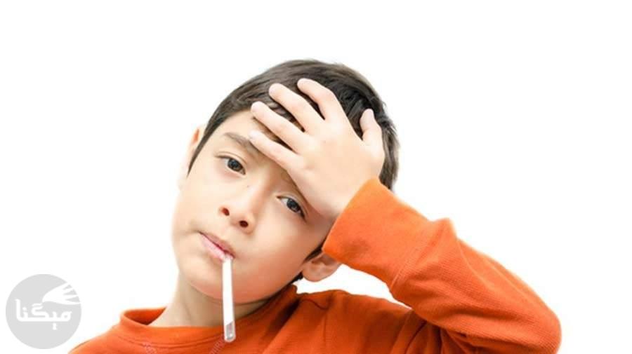 فرزند نوجوانم مدام خودش را به مریضی میزند؛ چه کنم؟