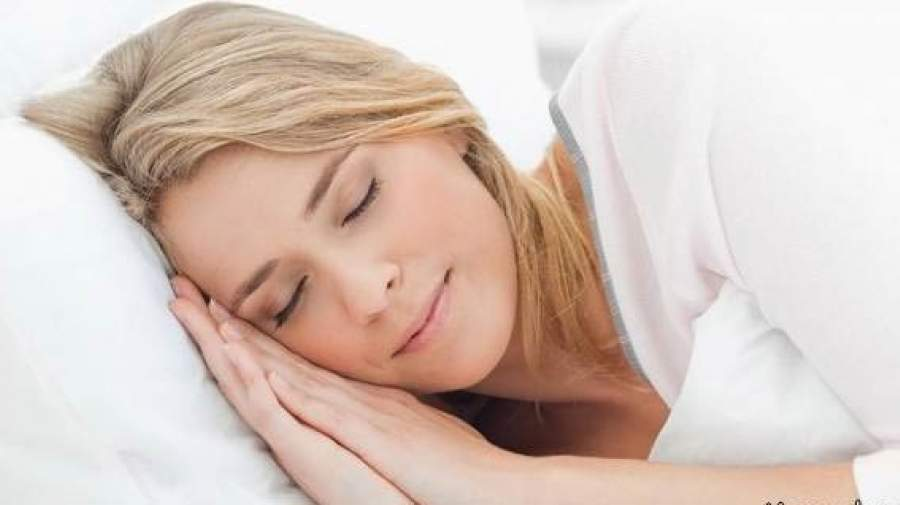 """چگونه خواب مان را بر اساس """"ملاتونین"""" تنظیم کنیم و لذت ببریم؟"""