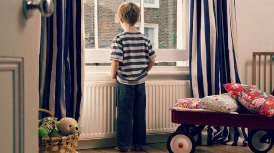 چند دلیل برای تنها نگذاشتن کودکان در منزل