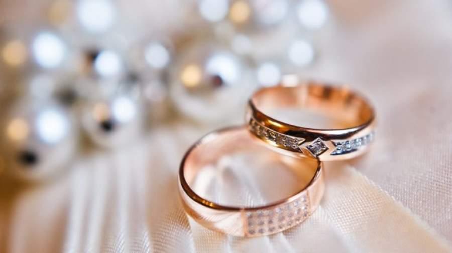 جوانان برای ازدواج عاقلانه تصمیم میگیرند یا عاشقانه؟
